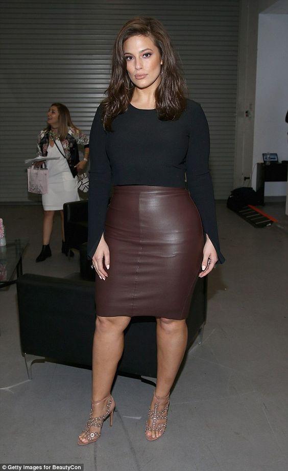 Женщина доказала, что необязательно быть худой, чтобы носить короткое и обтягивающее