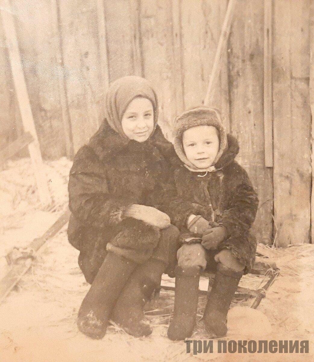 Фото из личного архива. Я и мой двоюродный брат.